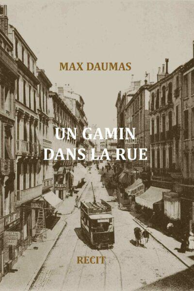 UN GAMIN DANS LA RUE – Max Daumas